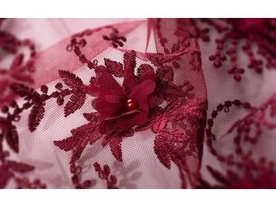 Как украсить платье гипюром